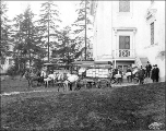 Delivering apples for cold storage to the Oregon State Building, Alaska-Yukon-Pacific Exposition,...