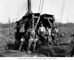 Loading crew and donkey engine, camp 7, Simpson Logging Company, Grays Harbor County, ca. 1928