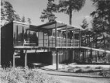 Dr. Lowell Olsen Clinic exterior showing front of building with ramp and carport, Seattle, 1954