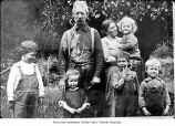 Arthur Wentworth and wife Maud Murchant-Wentworth with children Jim, Joe, Bill, Martha, and Art,...