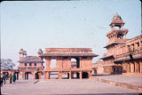 Fatehpur Sikri palace grounds with Diwan-i-Am and Panch Mahal, Fatehpur Sikri, Uttar Pradesh,...