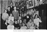 Children with Christmas tree, Bellevue, 1913