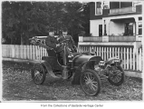 Dr. Kieffer and Dr. Davis in car in front of Redmond Hotel, Redmond, ca. 1912