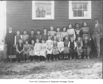 H.S. Reed with his students outside Happy Valley School, Redmond, 1904