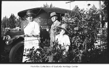 Mary and William Cruse with Phyllis Hill near car, Bellevue, ca. 1923