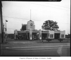Associated gas station on Aurora, Seattle, 1946