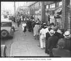 Line for drivers' tests outside Washington State Patrol office, Seattle, 1939