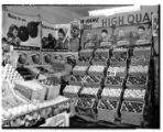 Washington apples in a Seattle market, ca. 1943
