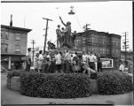 Warren Avenue School students cleaning Chief Sealth statue, 1947