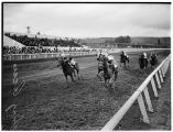 Horse race at Longacres Park, 1938