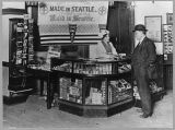 Man buying a union-made cigar, 1913