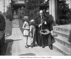 Clarinetist Nicholas Oeconomacos with children, Seattle, 1931