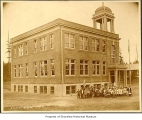 Ronald School, exterior, entire building with students and staff near entrance, Ronald, ca. 1913