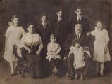 Kosokoff and Cooper families, Seattle, 1911