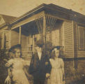 Bernice, Leonard and Aimee Degginger (l to r), Seattle, ca. 1900-1905