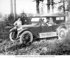 Jack Harris, Victor Denny Jr. and two others with automobile, North Bend, ca. 1917