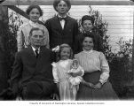 Frank Bonds with family group, Sumas, 1908
