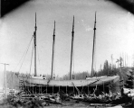 Construction of the schooner DEFIANCE at Hoquiam, 1897