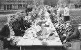 1922 Campus Day showing students eating, University of Washington
