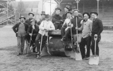 1908 Campus Day showing students with shovels, University of Washington