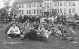 1914 Campus Day showing students eating, University of Washington