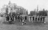 1916 Campus Day showing students with groundskeeping tools, University of Washington