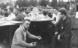 1913 Campus Day showing students eating, University of Washington