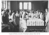 1928 Campus Day showing students with box lunches, University of Washington