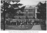 1929 Campus Day showing students gathered on quad, University of Washington