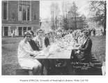 1929 Campus Day showing students eating lunch, University of Washington