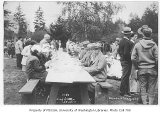 1927 Campus Day showing students eating lunch, University of Washington