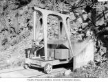 Hydraulic mule used to open taintor gates on Diablo Dam, July 1989